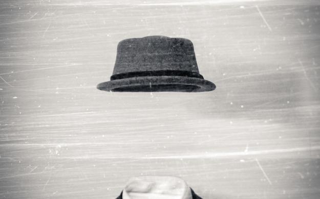 ===El arte de hacerse invisible=== - Página 2 Marian-beck-invisible-man