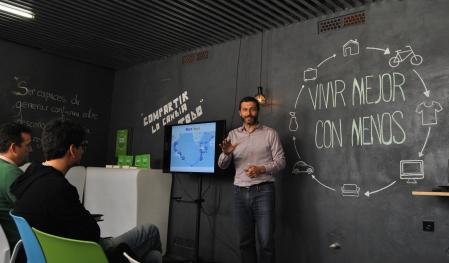 Albert Cañigueral durante la presentación de Vivir Mejor con Menos en Espacio Convento, Badajoz.